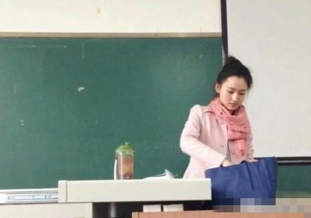 四川一大学女老师爆红 网友:美得惨绝人寰