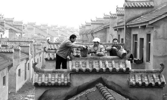 图为:荆州市荆州区为分散的农户建集中住宅区,节约土地资源。 (记者 杨平 摄)