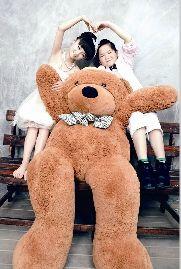 图为:胡洋和于冬雪的婚纱照充满童趣