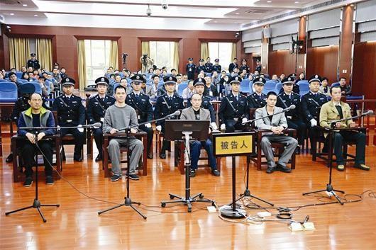 图为:咸宁中院庭审现场 (图片由湖北日报报道组提供)