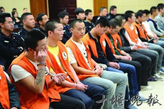 武当山周明涛等15人涉黑案开庭