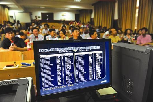 图为:义务段入学一直是外界关注的热点(资料图) (记者刘蔚丹摄)