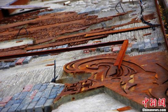 武汉花费百万建广场浮雕 建好百日又拆除重修