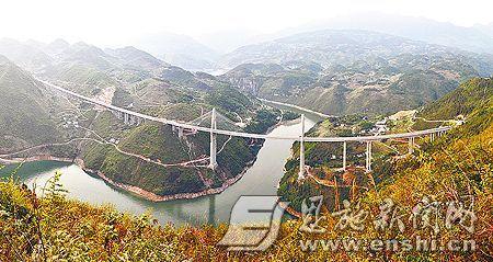 4月13日拍摄的宜巴高速公路巴东县神农溪大桥。