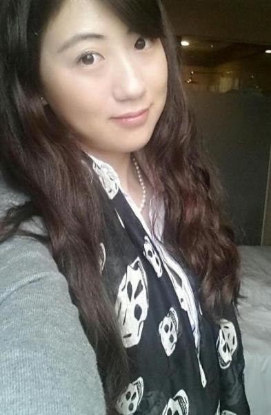 4月15日凌晨,黑暗中袭来的凶手残忍地举起了刀,26岁美丽YOYO的生命遽然离去。图为遇害女职员。