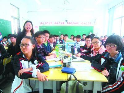 金老师所在阳光班50名学生48人戴眼镜。