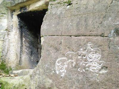 石屋墙上的神秘石刻