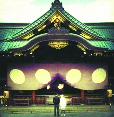 贾斯汀-比伯晒在日本靖国神社前照片