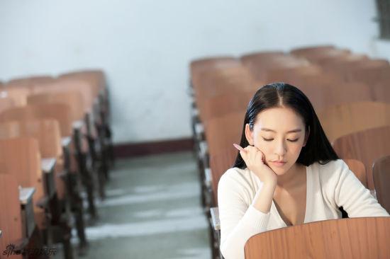 武汉嫩模曹阳校园写真曝光 演绎清纯氧气美女