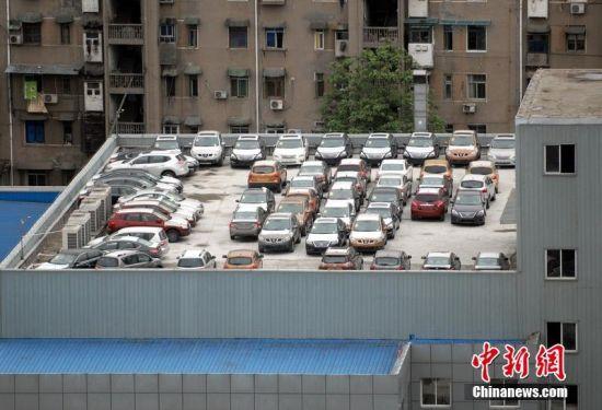 宜昌一4s店成空中停车场