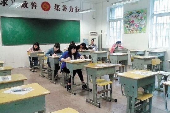 图为:武汉部分考场半数人缺考