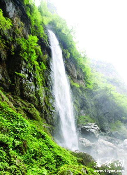 房县发现一大型天然瀑布群