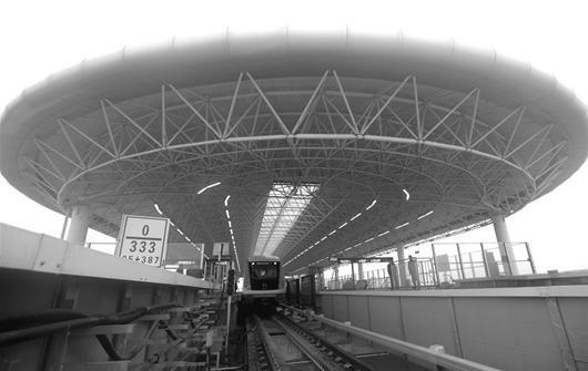 图为:轻轨汉口北站今日将迎来第一批乘客 (记者曹大鹏摄)