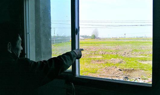 图为:云梦垃圾焚烧发电厂已4次开工,均因村民阻拦而告暂停。