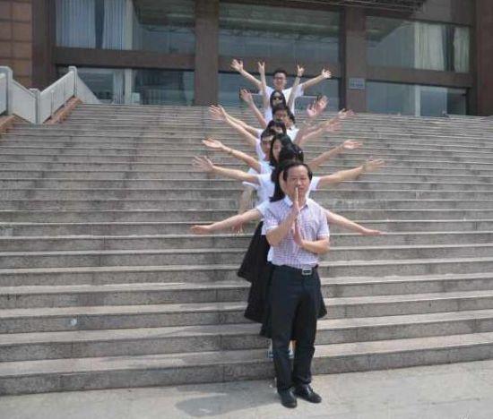 微博@coral懂生活:#毕业照#这算是最萌院长么?
