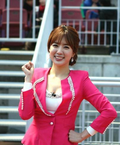 姜至奂世郑智媛界杯赛场女主播从台前到幕后美丽不褪色()
