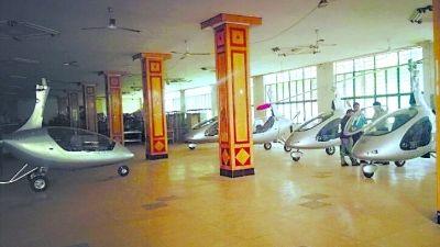 武大食堂停着5架飞机