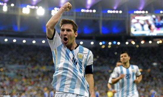 北京时间6月16日06:00(巴西当地时间15日19:00),2014世界杯F组首轮一场比赛在马拉卡纳球场展开角逐,阿根廷2比1力克波黑,科拉西纳茨128秒自摆乌龙,伊瓜因助攻梅西扩大比分,伊比舍维奇扳回一城。