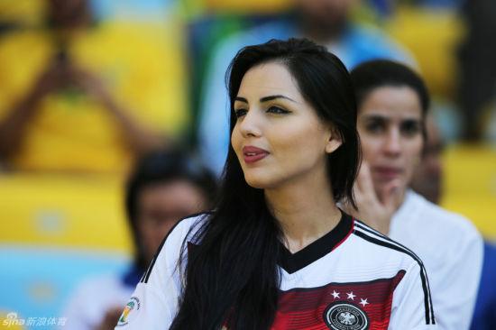 世界杯看台第一美女惊艳