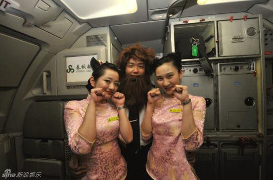 进击的二次元!国内首个cosplay动漫航班开飞
