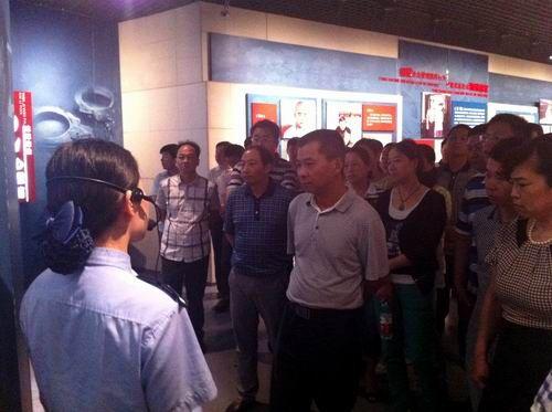 2014年6月25日,陈新翔等人赴湖北省反腐倡廉警示教育基地——洪山监狱参观,接受警示教育。