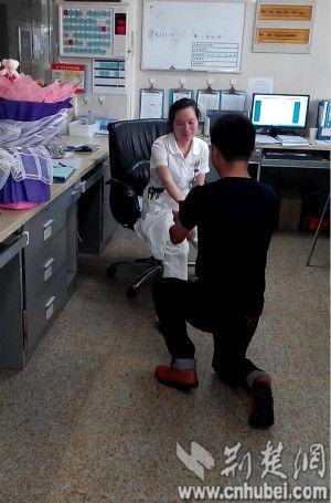 荆门护士初中医院领取求婚当天遭遇结婚证裙子的美女下面美女图片