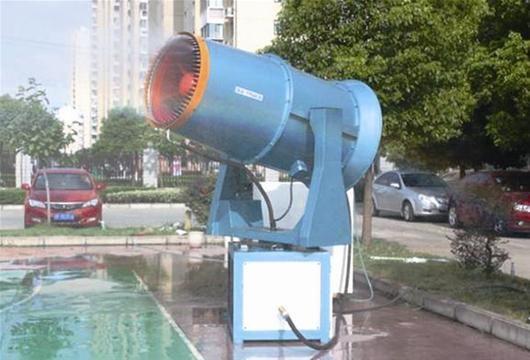 据介绍,远程风送式射雾器通过高压,将水雾化成粉尘大小的水珠,在风机