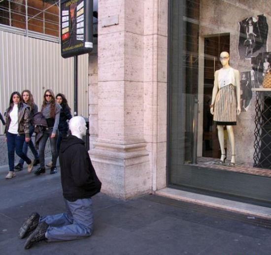 国外街头那些令人费解的雕塑图片
