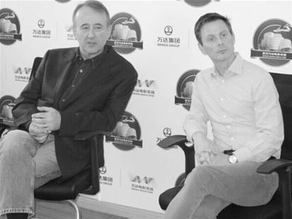 图为:道格·耶林(左)与詹姆斯·安德森(右)