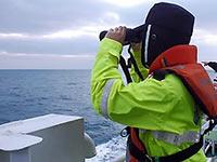 中国渔船遭不明国籍渔船撞沉 10人失踪
