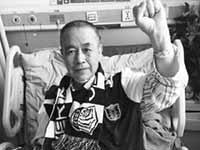 超级老球迷病床上隔墙候永昌佳音 看足球20年