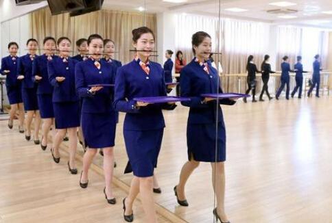 世乒赛礼仪志愿者大多来自空乘专业学生