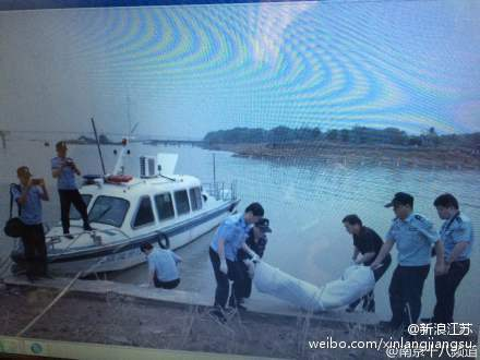 南京江域打捞出一具疑似沉船遇难者遗体