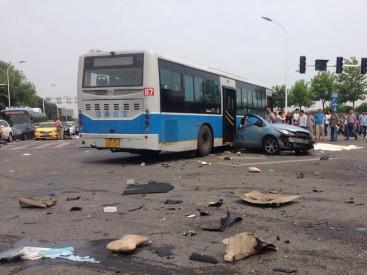 南京石杨路车祸续:肇事司机已被警方控制