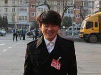 王宝强晒政协会议出席证照片 让人忍俊不禁(图)
