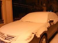 石家庄一夜间被白雪覆盖银装素裹 雪量或达中雪