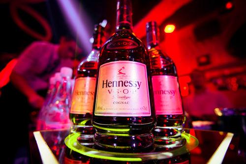2016轩尼诗炫音之乐酒吧派对现场弥漫着轩尼诗V.S.O.P馥郁芬芳的酒香