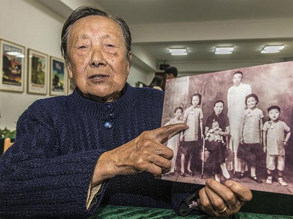 大屠杀幸存者夏淑琴:和姐姐藏被子里还是被发现