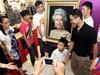 市民与英女王合影