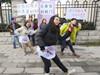大学生抗议妇检门