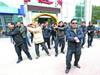 民工跳舞庆祝讨薪
