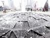 光谷广场喷泉结冰