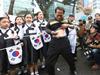 韩男切腹抗议日本