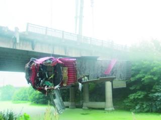 货车黄陂坠桥