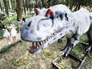 仿真恐龙亮相东湖