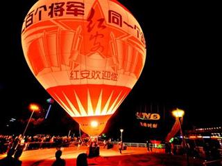 热气球赛江滩开幕