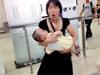 武汉女地铁站狂奔