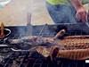 美食节现生烤鳄鱼