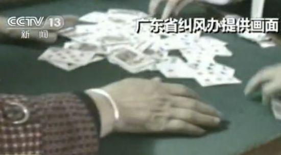暗拍广东镇政府工作人员上班时间打牌赌钱