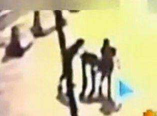 实拍男子深夜搭讪两女子 欲约炮反遭其刀捅